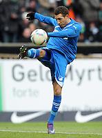 FUSSBALL   1. BUNDESLIGA   SAISON 2011/2012   21. SPIELTAG Werder Bremen - 1899 Hoffenheim                        11.02.2012 Fabian Johnson (TSG 1899 Hoffenheim) Einzelaktion am Ball