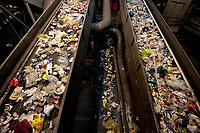 03 JAN 2012, BERLIN/GERMANY:<br /> Sortieranlage fuer Anfall / Wertstoffe aus der Gelben Tonne, Alba Recycling GmbH, Berlin-Mahlsdorf<br /> IMAGE: 20120103-01-011<br /> KEYWORDS: Wertstoffe, Recycling, Alba Group, Urban Mining, Gelber Sack, Gruener Punkt, Grüner Punkt, Duales System, Muell. Müll. Verwertung