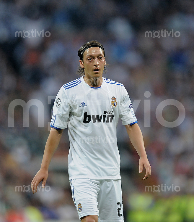 FUSSBALL   CHAMPIONS LEAGUE   SAISON 2010/2011   Halbfinale  27.04.2011 Real Madrid  -  FC Barcelona Mesut Oezil (Real Madrid)