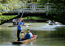 ©London News pictures. 06/04/2011. Tourists punting on the River Cherwell at the Oxford Botanical Gardens, today (Wed). Forecasters predict high temperatures of 22 degrees Celsius. Picture credit should read Stephen Simpson/LNP