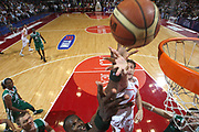 DESCRIZIONE : Milano Lega A 2008-09 Playoff Finale Gara 3 Armani Jeans Milano Montepaschi Siena<br /> GIOCATORE : Benjamin Eze Jobey Thomas<br /> SQUADRA : Montepaschi Siena  Armani Jeans Milano<br /> EVENTO : Campionato Lega A 2008-2009 <br /> GARA : Armani Jeans Milano Montepaschi Siena<br /> DATA : 14/06/2009<br /> CATEGORIA : rimbalzo special<br /> SPORT : Pallacanestro <br /> AUTORE : Agenzia Ciamillo-Castoria/C.De Massis<br /> Galleria : Lega Basket A1 2008-2009 <br /> Fotonotizia : Milano Lega A 2008-09 Playoff Finale Gara 3 Armani Jeans Milano Montepaschi Siena<br /> Predefinita :