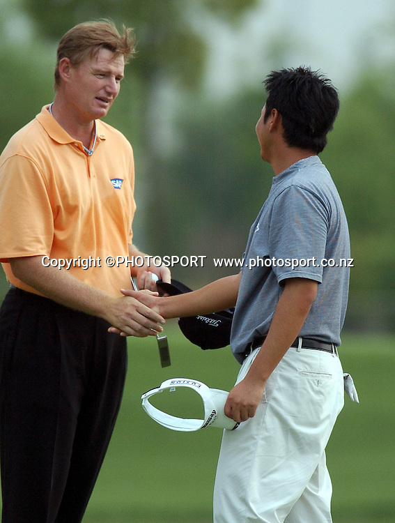 Ernie Els of South Africa congratulates the young New Zealander, Eddie Lee at the end of RD3. Els leads at 19 under par<br /> BMW Asian Open, Tomson Golf Club<br /> Shanghai China RD3 April 30th 2005<br /> &copy; Jeff Crow