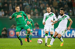 20.10.2016, Weststadion, Wien, AUT, UEFA EL, SK Rapid Wien vs US Sassuolo Calcio, Gruppe F, im Bild Louis Schaub (SK Rapid Wien), Antonino Ragusa (US Sassuolo Calcio), Francesco Magnanelli (US Sassuolo Calcio) // during a UEFA Europa League, group F game between SK Rapid Wien and US Sassuolo Calcio at the Weststadion, Vienna, Austria on 2016/10/20. EXPA Pictures © 2016, PhotoCredit: EXPA/ Sebastian Pucher