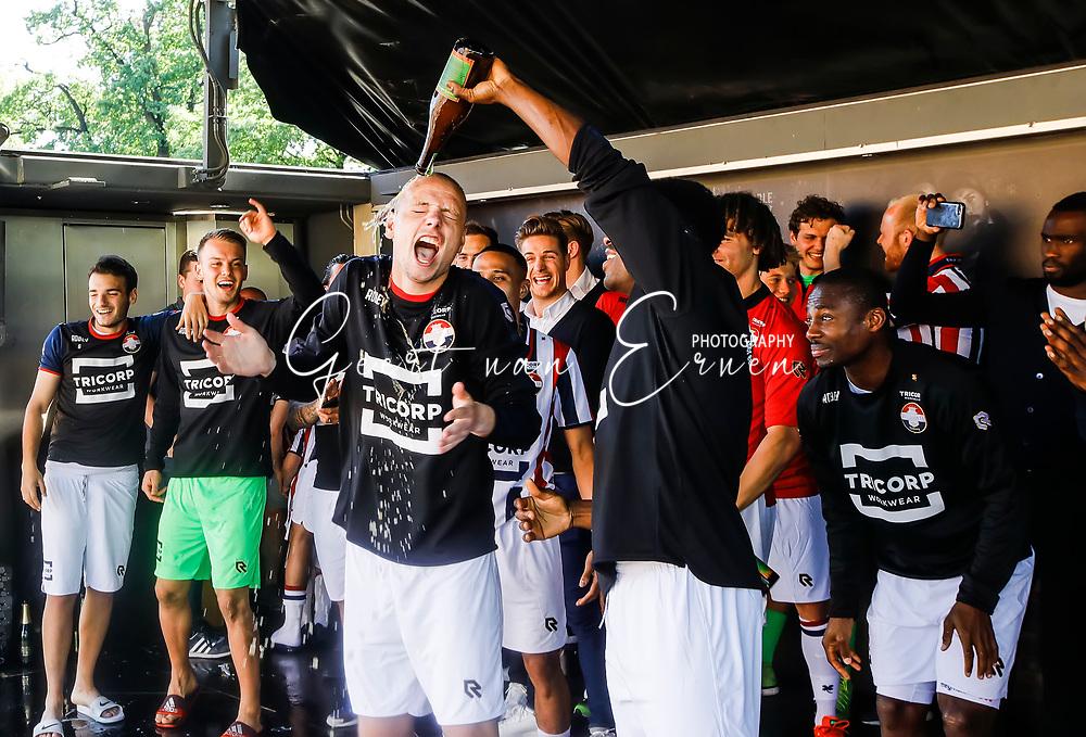 *Elmo Lieftink* of Willem II celebrating the season