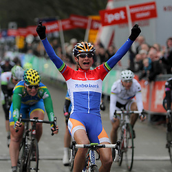 Marianne Vos wins first Worldcup manche 2012 in Hoogeveen