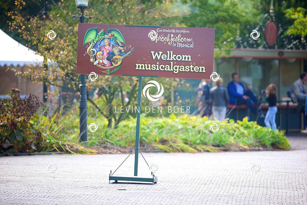 KAATSHEUVEL - In het familie pretpark de Efteling is de premiere van het nieuwe Sprookjesboom de Musical. Met hier op de foto een welkomsbord. FOTO LEVIN DEN BOER - PERSFOTO.NU