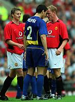 Fotball. Treningskamp. 10.08.2002.<br /> Manchester United v Boca Juniors.<br /> Nicky Butt og Ole Gunnar Solskjær, Manchester United.<br /> Nicolas Burdisso, Boca.<br /> Foto: Matthew Impey, Digitalsport