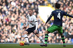 Toby Alderweireld of Tottenham Hotspur takes on Ki Sung-Yueng of Swansea City - Mandatory byline: Robbie Stephenson/JMP - 28/02/2016 - FOOTBALL - White Hart Lane - Tottenham, England - Tottenham Hotspur v Swansea City - Barclays Premier League