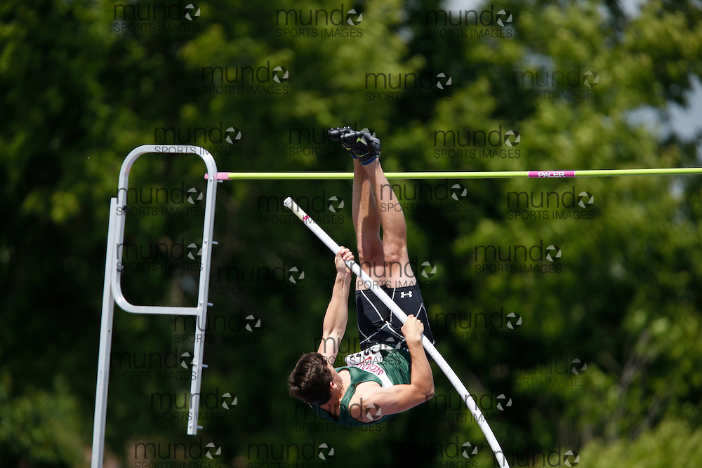 Mark Syptak of Silverthorn CI - Etobicoke competes in the pole vault at the 2013 OFSAA Track and Field Championship in Oshawa Ontario, Saturday,  June 8, 2013.<br /> Mundo Sport Images/ Geoff Robins