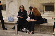 Annie Leibowitz, Joe Mckenna and Christian Dior couture show. Ecole Nationale Superiore des Beaux- Arts. Paris. 7 July 2001. © Copyright Photograph by Dafydd Jones 66 Stockwell Park Rd. London SW9 0DA Tel 020 7733 0108 www.dafjones.com