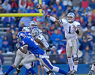 Kansas State quarterback Josh Freeman throws the ball down field in the second half against Kansas at Memorial Stadium in Lawrence, Kansas, November 18, 2006.  Kansas beat K-State 39-20.<br />