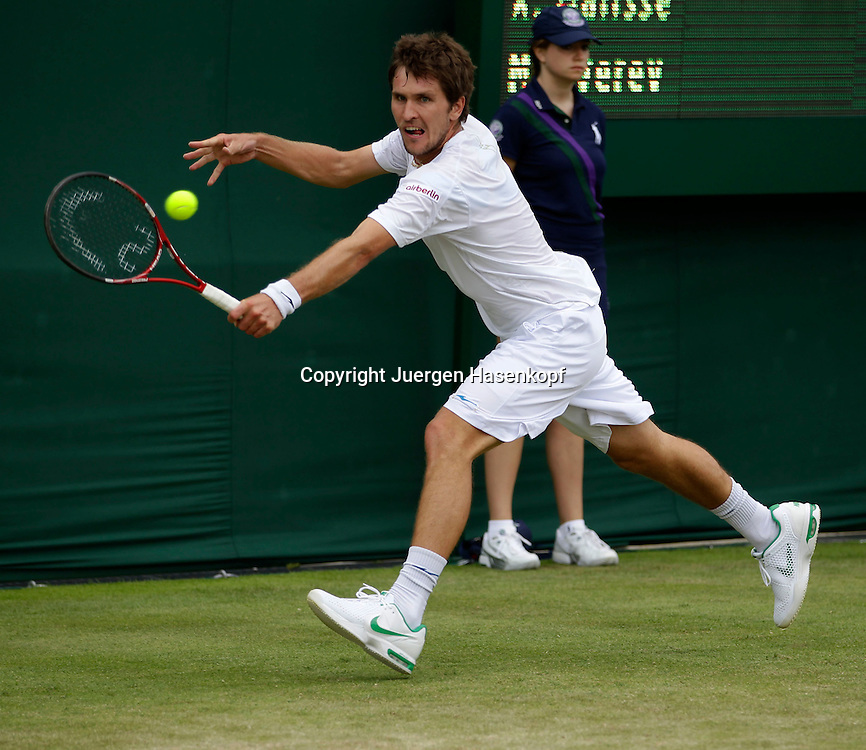 Wimbledon Championships 2011, AELTC,London,.ITF Grand Slam Tennis Tournament , Misha Zverev(GER), Einzelbild,Aktion,Ganzkoerper,Querformat,.