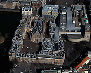 Nederland, Zuid-Holland, Den Haag, 20-03-2009; Binnenhof met Ridderzaal en aan de Hofvijver het gebouw van de  Eerste Kamer, midden rechts nieuwbouw Tweede Kamer. In het midden het Plein. View on the heart of the Dutch First and Second Chamber and Parliament in The Hague..Swart collectie, luchtfoto (toeslag); Swart Collection, aerial photo (additional fee required); .foto Siebe Swart / photo Siebe Swart