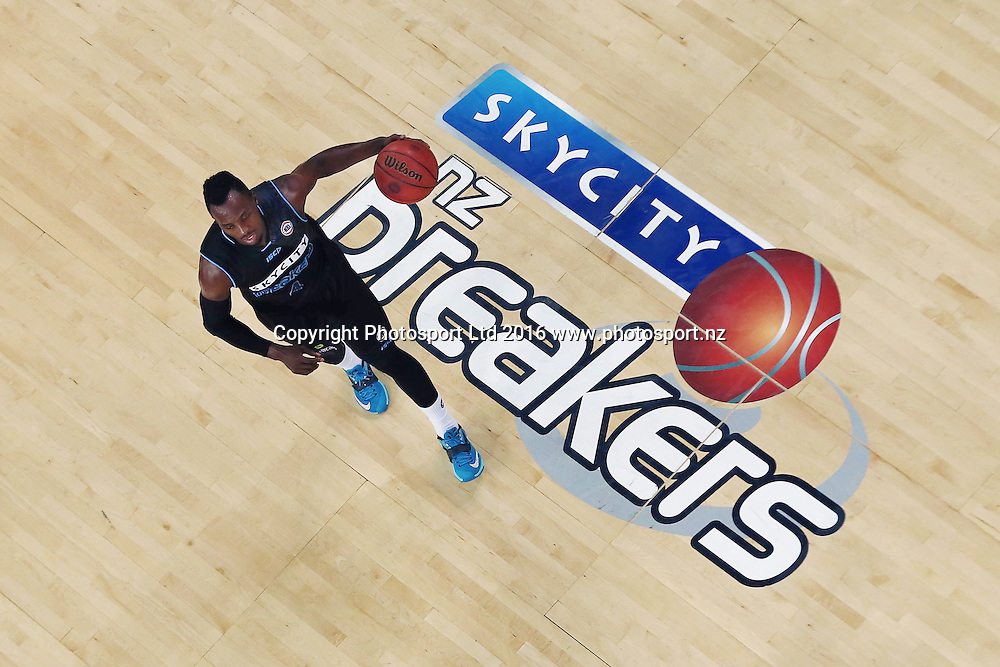 Cedric Jackson of the Breakers in action. 2015/16 ANBL, SkyCity Breakers vs Townsville Crocodiles, Vector Arena, Auckland, New Zealand. 29 January 2016. Photo: Anthony Au-Yeung / www.photosport.nz