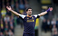 29-09-2012 VOETBAL: NORWICH CITY - FC LIVERPOOL: NORWICH<br /> hat-trick hero Luis Alberto Suarez Diaz celebrates scoring the fourth goal, his third against Norwich City during the English Premier League 06th round match between Norwich City FC and Liverpool FC at Carrow Road, Norwich<br /> ***NETHERLANDS ONLY***<br /> ©2012-FotoHoogendoorn.nl-David Rawcliff