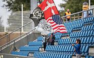 Lille fan med stort flag før kampen i 2. Division mellem FC Helsingør og Holbæk B&I den 6. september 2019 på Helsingør Ny Stadion (Foto: Claus Birch).