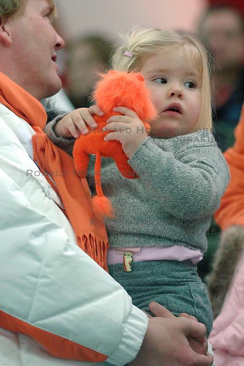 11-02-2006 SCHAATSEN: OLYMPISCHE WINTERSPELEN: 3000 METER DAMES: TORINO<br /> Prinsesje Amalia<br /> &copy;2006-WWW.FOTOHOOGENDOORN.NL