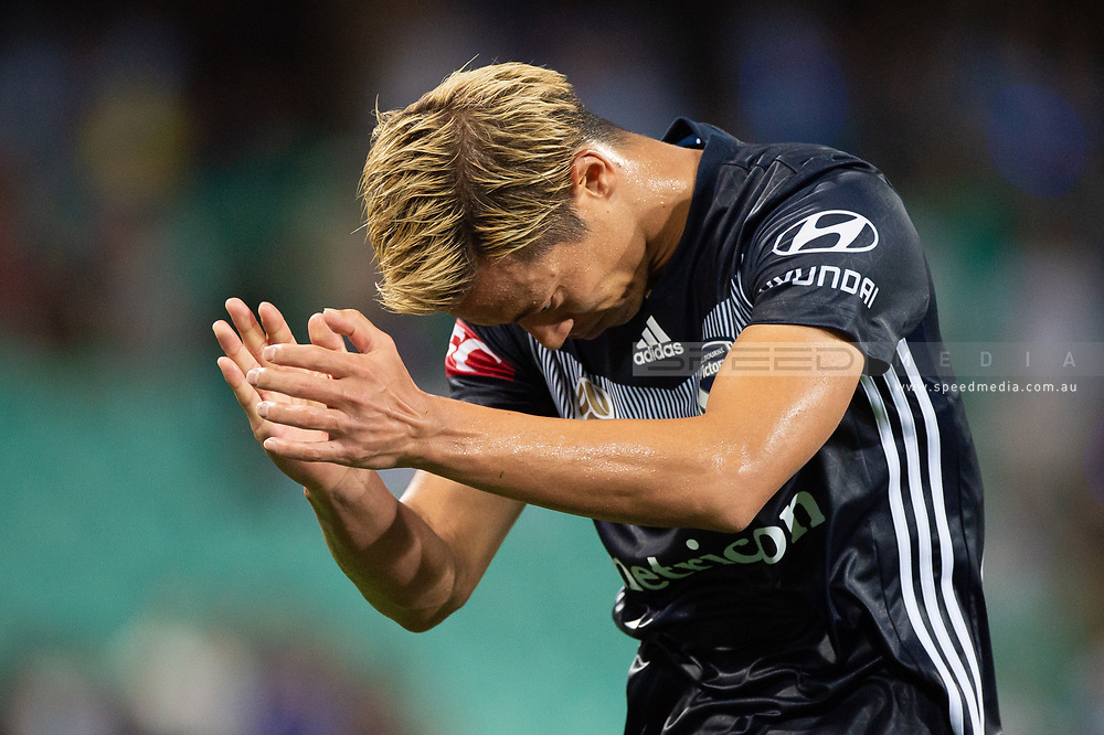 SYDNEY, AUSTRALIA - APRIL 06: Melbourne Victory midfielder Keisuke Honda (4) thanks the crowd at round 24 of the Hyundai A-League Soccer between Sydney FC and Melbourne Victory on April 06, 2019, at The Sydney Cricket Ground in Sydney, Australia. (Photo by Speed Media/Icon Sportswire)
