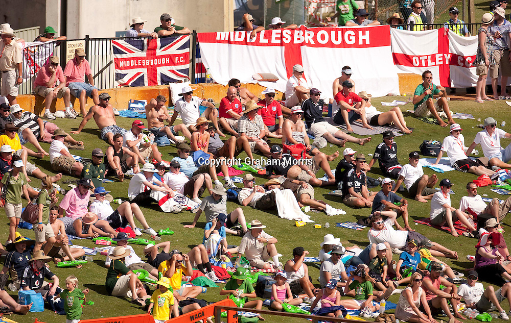 Cricket fans watching the third Ashes test match between Australia and England at the WACA (West Australian Cricket Association) ground in Perth, Australia. Photo: Graham Morris (Tel: +44(0)20 8969 4192 Email: sales@cricketpix.com) 17/12/10