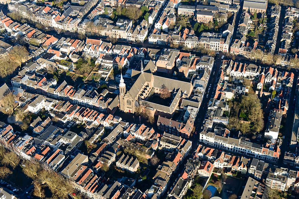 Nederland, Utrecht, Utrecht, 07-02-2018; binnenstad met Nieuwegracht, links Catharijneconvent en Catharijnekathedraal. Lange Nieuwstraat, Zuilenstraat.<br /> Inner city with Nieuwegrach) (new canal), left Catharijneconvent and Catharina kathedral.<br /> <br /> luchtfoto (toeslag op standard tarieven);<br /> aerial photo (additional fee required);<br /> copyright foto/photo Siebe Swart