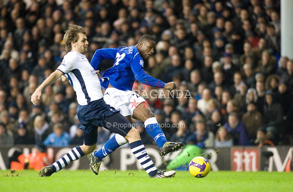 LONDON, ENGLAND - Sunday, November 30, 2008: Everton's Victor Anichebe shoots past Tottenham Hotspur's Jonathan Woodgate during the Premiership match at White Hart Lane. (Photo by Gareth Davies/Propaganda)