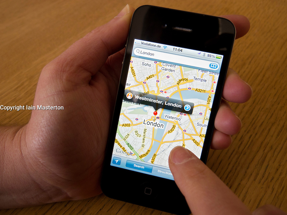 Navigating in London using Google Maps on an Apple iphone 4G smartphone