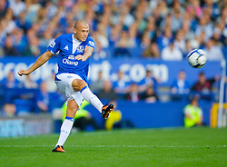 LIVERPOOL, ENGLAND - Sunday, September 20, 2009: Everton's John Heitinga in action against Blackburn Rovers during the Premiership match at Goodison Park. (Pic by David Rawcliffe/Propaganda)