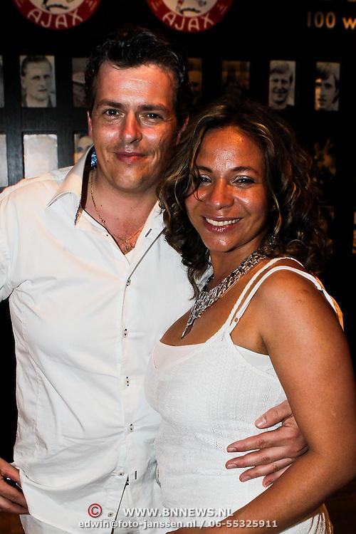 NLD/Amsterdam/20100522 - Concert Toppers 2010, Nurlaila Karim en partner Muriel Wolda