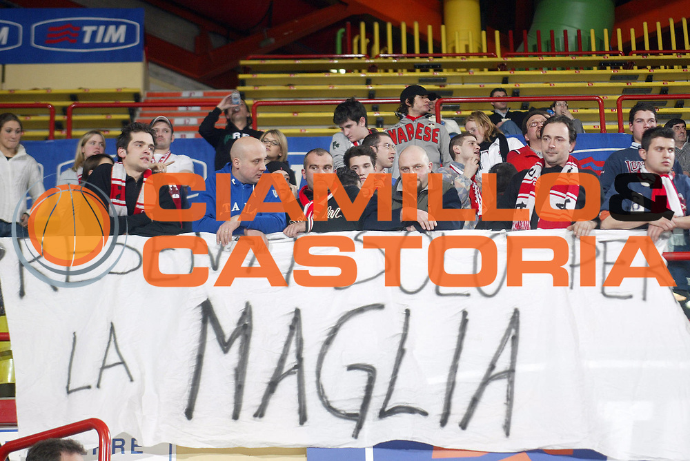 DESCRIZIONE : FORLI FINAL 8 COPPA ITALIA LEGA A1 2005<br /> GIOCATORE : TIFOSI <br /> SQUADRA : CASTI GROUP VARESE<br /> EVENTO : FINAL 8 COPPA ITALIA LEGA A1 2005<br /> GARA : BENETTON TREVISO-CASTI GROUP VARESE<br /> DATA : 17/02/2005<br /> CATEGORIA : <br /> SPORT : Pallacanestro<br /> AUTORE : AGENZIA CIAMILLO &amp; CASTORIA/E.Pozzo