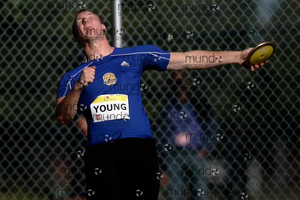 Ottawa, Ontario ---10-08-06--- Jordan Young competes in the discus at the 2010 Royal Canadian Legion Youth Track and Field Championships in Ottawa, Ontario August 6, 2010..GEOFF ROBINS/Mundo Sport Images.