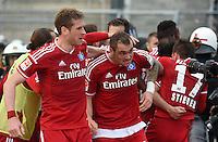 FUSSBALL   1. BUNDESLIGA   SAISON 2014/2015  RELEGATION  RUECKSPIEL  Karlsruher SC - Hamburger SV                              01.06.2015 Slobodan Rajkovic (li) und Pierre-Michel Lasogga (re, beide Hamburger SV) jubeln nach dem 1:1