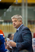 KELOWNA, CANADA - OCTOBER 2: Todd McLellan, head coach of the Edmonton Oilers stands on the bench against Los Angeles Kings on October 2, 2016 at Kal Tire Place in Vernon, British Columbia, Canada.  (Photo by Marissa Baecker/Shoot the Breeze)  *** Local Caption *** Todd McLellan;