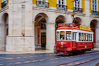 Portugal, Lisbonne, Portugal, quartier de Baixa pombalin, tramway at Praca do Comercio ou Place du Commerce // Portugal, Lisbon, tram at Praca do Comercio, or Commerce Square.