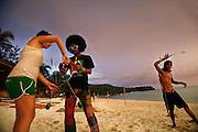 Thailandia , Phi Phi Island , Ton Sai Bay, practising with jugglings balls