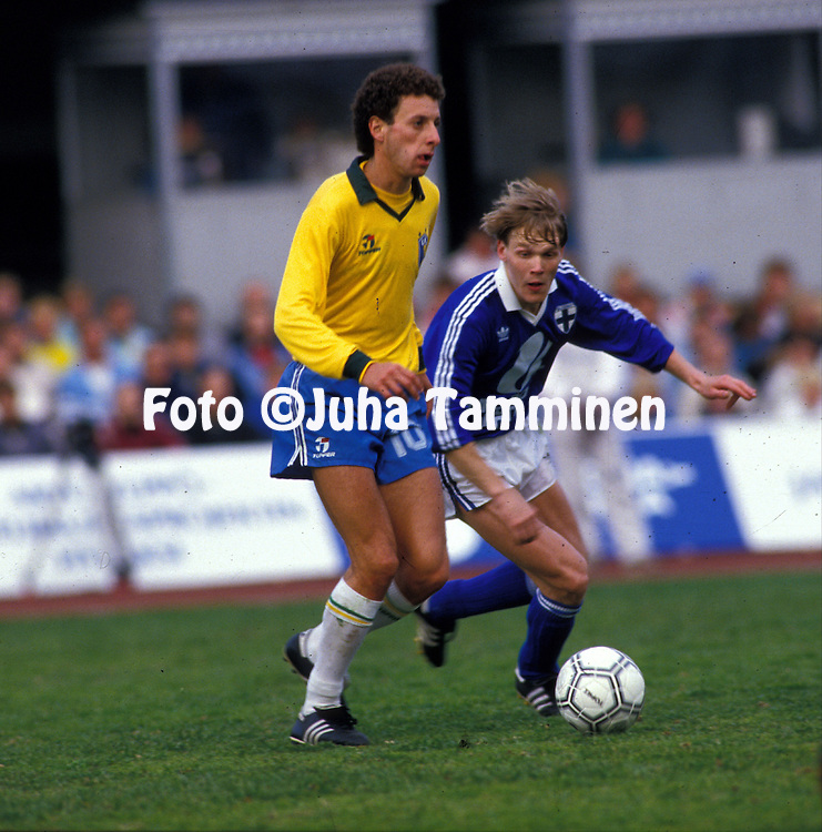 28.051987, Olympic Stadium, Helsinki, Finland.Friendly International match, Finland v Brazil..Edu Marangon (Brazil) v Ismo Lius (Finland).Full name: Carlos Eduardo Marangon.©JUHA TAMMINEN