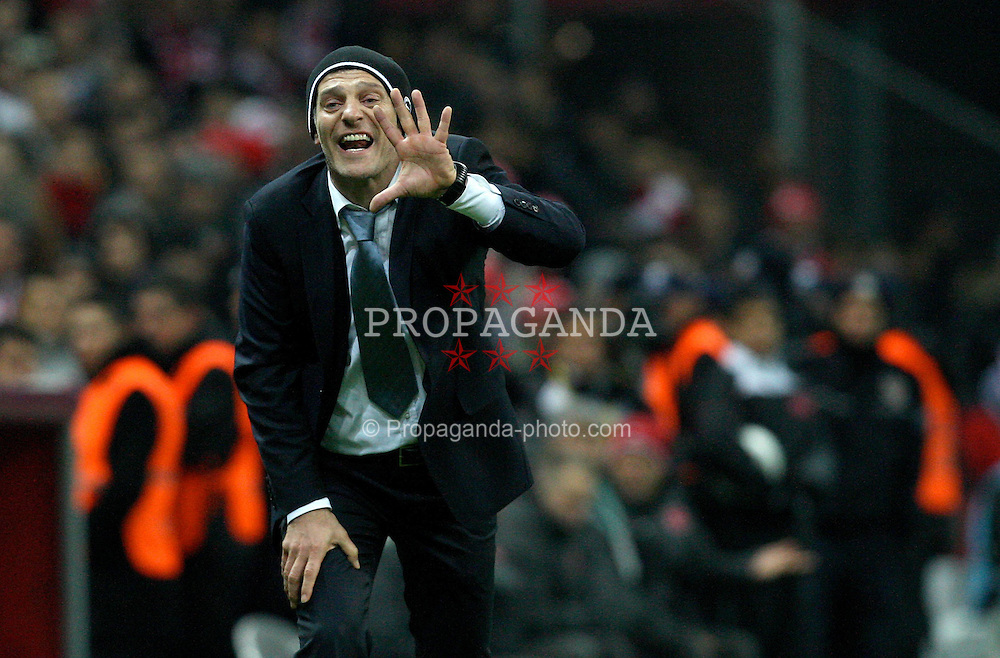 11.11.2011, Turk Telekom Arena, Istambul, TUR, UEFA EURO Qualifikation, Tuerkei (TUR) vs Kroatien (CRO), im Bild Slaven Bilic  // during the UEFA EURO qualifying football match, between Turkey (TUR) and Craoatia (CRO) at Turk Telekom Arena Stadium, Istanbul, Turkey on 11/11/2011. EXPA Pictures © 2011, PhotoCredit: EXPA/ nph/ Pixsell/ Slavko Midzor..***** ATTENTION - OUT OF GER, CRO *****