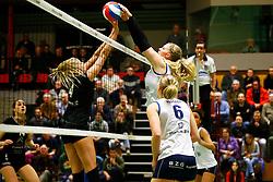 20150211 NED: Eredivisie, Sliedrecht Sport - Coolen Alterno, Sliedrecht<br /> Lisette Stindt (4) of Coolen Alterno, Marlies Wagendorp (10) of Sliedrecht Sport<br /> ©2015-FotoHoogendoorn.nl / Pim Waslander