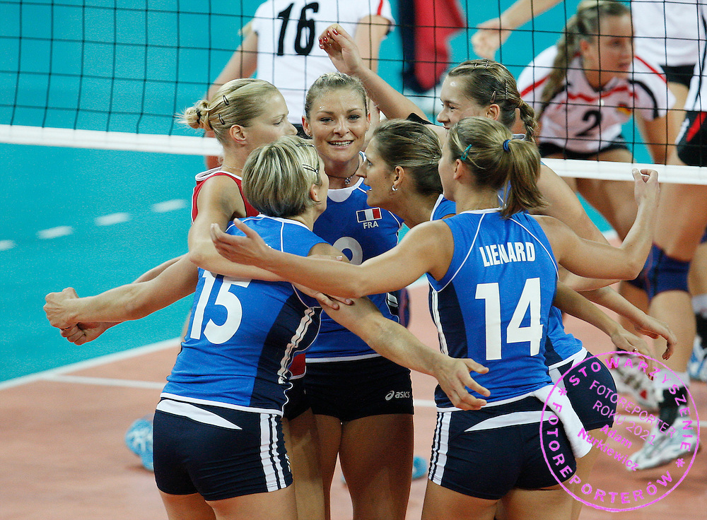 WROCLAW 26/09/2009.WOMEN'S EUROPEAN VOLLEYBALL CHAMPIONSHIPS.France's players celebrate during the match at the Women's European Volleyball Championships in Wroclaw.PHOTO / PIOTR HAWALEJ / WROFOTO