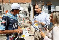 SAO PAULO - 18.08.2012. ANDREA MATARAZZO 45450. O candidato a vereador Andrea Matarazzo faz caminhada pela região de do Parque Anhanguera, zona norte da capital. São Paulo, Brasil, agosto 18, 2012. DANIEL GUIMARÃES