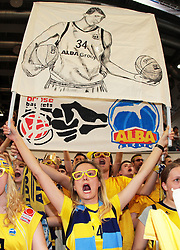 11.06.2011, Stechert Arena, Bamberg, GER, BBL, 3. Playoff Finale Brose Baskets Bamberg vs Alba Berlin, im Bild:.Impression weiblicher Alba Berlin Fans mit Grafik von Yassin Idbihi (Berlin #34).EXPA Pictures © 2011, PhotoCredit: EXPA/ nph/  Will       ****** out of GER / SWE / CRO  / BEL ******