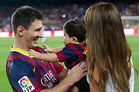 Fotball<br /> Spania<br /> 24.09.2013<br /> Foto: Cordon Press/Digitalsport<br /> NORWAY ONLY<br /> <br /> Barcelona, ESPANA - Septiembre 24 - Liga futbol profesional 2013/2014 - Liga bbva - Futbol Club Barcelona - FC Barcelona - FC Barcelona vs Real Sociedad - jornada 06 de La Liga 2014 en el Camp Nou el 24 de Septiembre de 2013 en Barcelona, Espana. <br /> <br /> FC Barcelona's Leo Messi with hi girlfriend Antonella Roccuzzo just before star the league match against Real Sociedad * Leo Messi con su hijo Thiago Messi y su novia Antonella Roccuzzo justo antes de empezar el partido contra la Real Sociedad.