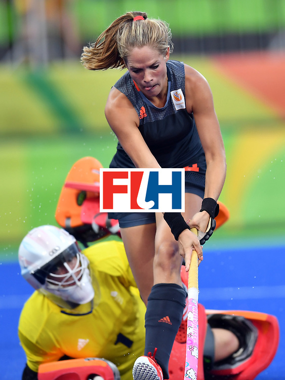 Netherlands' Kitty van Male (R) runs past Britain's goalkeeper Maddie Hinch with the ball to score a goal during the women's Gold medal hockey Netherlands vs Britain match of the Rio 2016 Olympics Games at the Olympic Hockey Centre in Rio de Janeiro on August 19, 2016. / AFP / MANAN VATSYAYANA        (Photo credit should read MANAN VATSYAYANA/AFP/Getty Images)
