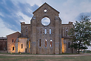 The abbey of San Galgano (1228 B.C.) is a Cistercian abbey, located about thirty kilometers from Siena, in the municipality of Chiusdino. Now completely in ruins and reduced only to the walls, there is no roof, it is a popular tourist destination.
