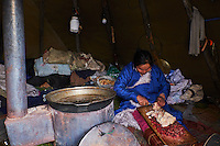 Mongolie, province de Khovsgol, les Tsaatans, éleveurs des rennes, campement en hiver des Tsaatan, preparation de la viande de renne// Mongolia, Khovsgol province, the Tsaatan, reindeer herder, the winter camp, cooking reindeer meat