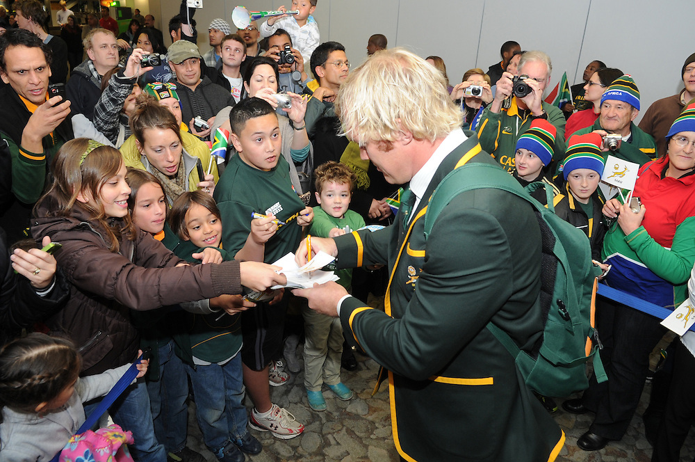 South Africa's Schalk Burger sign autographs for fans as the team arrives for the Rugby World Cup, International Airport, Wellington, New Zealand, Saturday, September 03, 2011. Credit:SNPA / Ross Setford