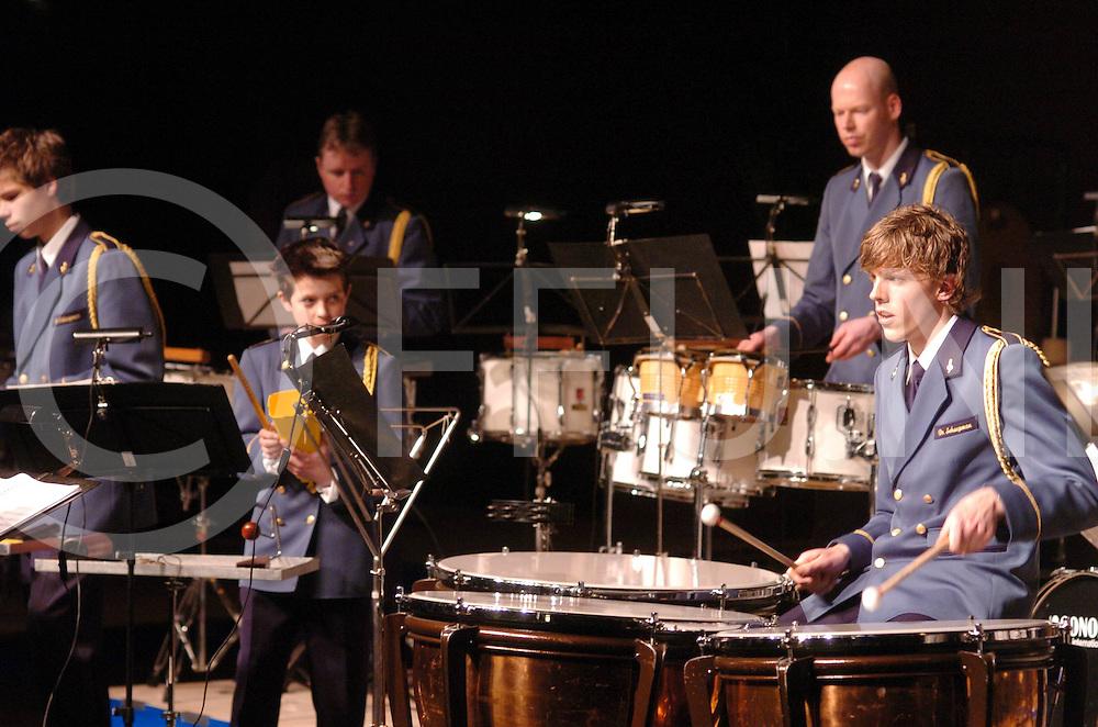 VRIEZENVEEN<br /> Vijf slagwekgroepen houden een concert<br /> foto: Tubbergen<br /> Editie: VR2<br /> fotografie frank uijlenbroek&copy;2006frank uijlenbroek<br /> TT20060422