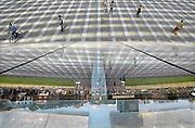 Belgie, Luik, Belgium, Liege, 8-8-2010Het nieuwe station van Luik-Guillemins. Het is ontworpen door de Spanjaard Santiago Calatrava en gemaakt van staal, glas en wit beton. De monumentale koepel is 200 m lang en 35 m hoog. The new station by the architect Santiago Calatrava. It has 9 tracks and 5 platforms. All the tracks around the station have been modernized to allow high speed arrival and departure. The new station is made of steel, glass and white concrete. It includes a monumental dome 200 metres long and 35 metres high.Foto: Flip Franssen/Hollandse Hoogte