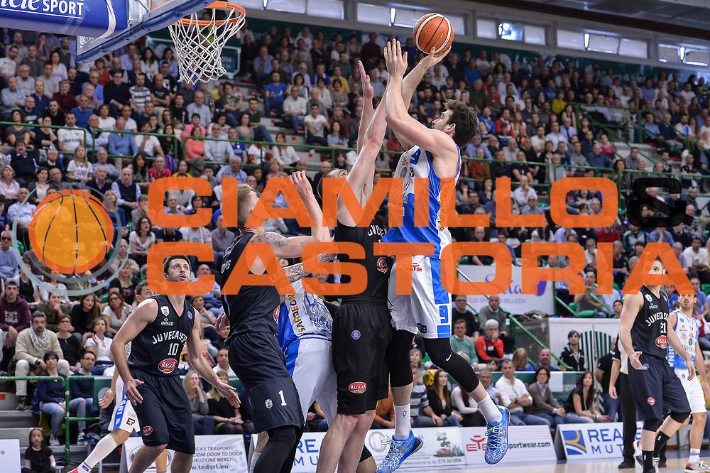 DESCRIZIONE : Beko Legabasket Serie A 2015- 2016 Dinamo Banco di Sardegna Sassari - Pasta Reggia Juve Caserta<br /> GIOCATORE : Joe Alexander<br /> CATEGORIA : Tiro Penetrazione<br /> SQUADRA : Dinamo Banco di Sardegna Sassari<br /> EVENTO : Beko Legabasket Serie A 2015-2016<br /> GARA : Dinamo Banco di Sardegna Sassari - Pasta Reggia Juve Caserta<br /> DATA : 03/04/2016<br /> SPORT : Pallacanestro <br /> AUTORE : Agenzia Ciamillo-Castoria/L.Canu