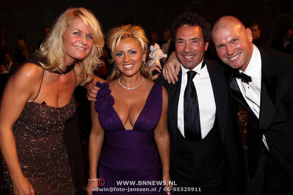 NLD/Hilversum/20081102 - Premiere Dinnershow of Dreams, Tatjana Simic en partner Ronny Rosenbaum, manager en ex partner Rene Ros en partner