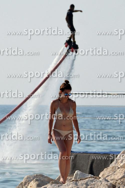 THEMENBILD - hunderte Strandbesucher an der kroatischen Adriak&uuml;ste nutzen die Warmwetter Phase der letzten Tage f&uuml;r ein ausgiebiges Sonnenbad am Strand und im Warmen Wasser der Adria. Aufgenommen am 7. Juni 2015 in Porec. Kroatien. Hier im Bild Flyboard, Wasser Adrenalin Attraktion, die im vergangenen Sommer wurde der absolute Hit am Meer. Flyboard bringt unglaubliche Gef&uuml;hl des Schwebens &uuml;ber der Meeresoberfl&auml;che, und wurde von Weltmeister Jet-Ski-Rennen Franzose Franky Zapata erfunden. // Flyboard, water adrenaline attraction that last summer became an absolute hit at the sea. Flyboard brings incredible feeling of floating above the sea surface, and was invented by world champion jet ski race Frenchman Franky Zapata Porec, Croatia on 2015/06/07. EXPA Pictures &copy; 2015, PhotoCredit: EXPA/ Pixsell/ Dusko Marusic<br /> <br /> *****ATTENTION - for AUT, SLO, SUI, SWE, ITA, FRA only*****